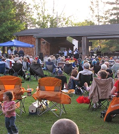 Residents in Norris TN enjoy weekly outdoor concerts in the summer